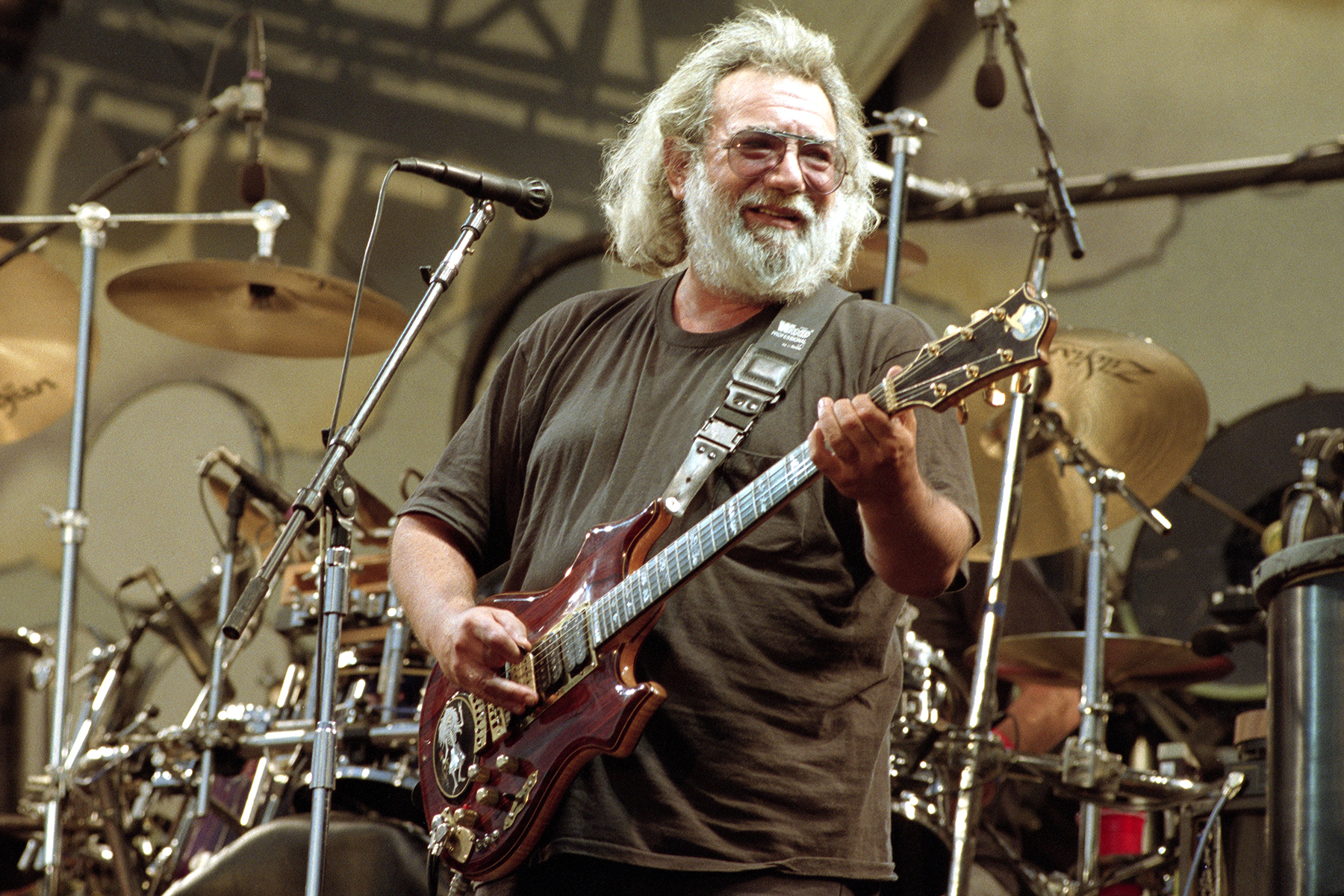 Jerry Garcia of the Grateful Dead performs at Cal Expo Amphitheatre on August 14, 1991 in Sacramento, California. (Photo by Tim Mosenfelder/Getty Images)