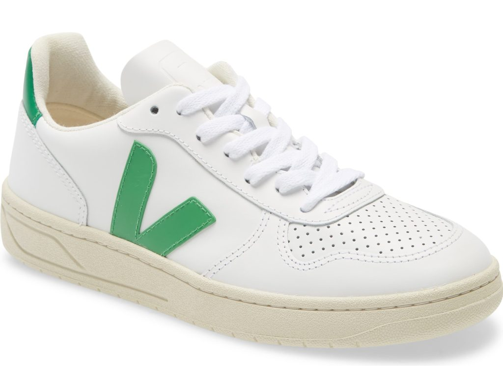 white sneakers V veja