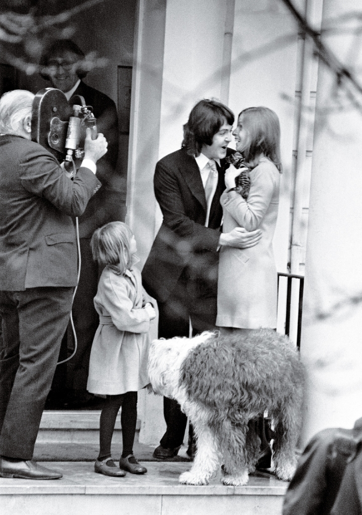 ERD0G0 Civil Wedding of Paul McCartney & Linda Eastman, Marylebone Register Office, London, 12th March 1969. Also pictured, 6 year old Heather, Linda's daughter from previous marriage, to american geologist Melville See, which was dissolved 4 years ago.