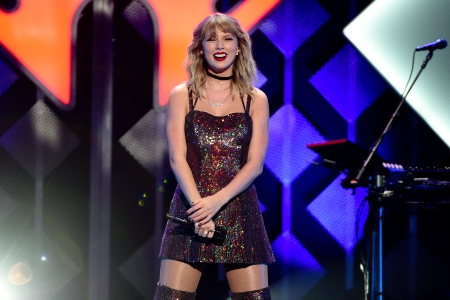 Rs Charts Taylor Swift S Folklore Spends Fifth Week At Number One Rolling Stone