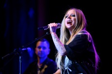 Avril Lavigne Lines Up Lyme Disease Livestream Benefit Show