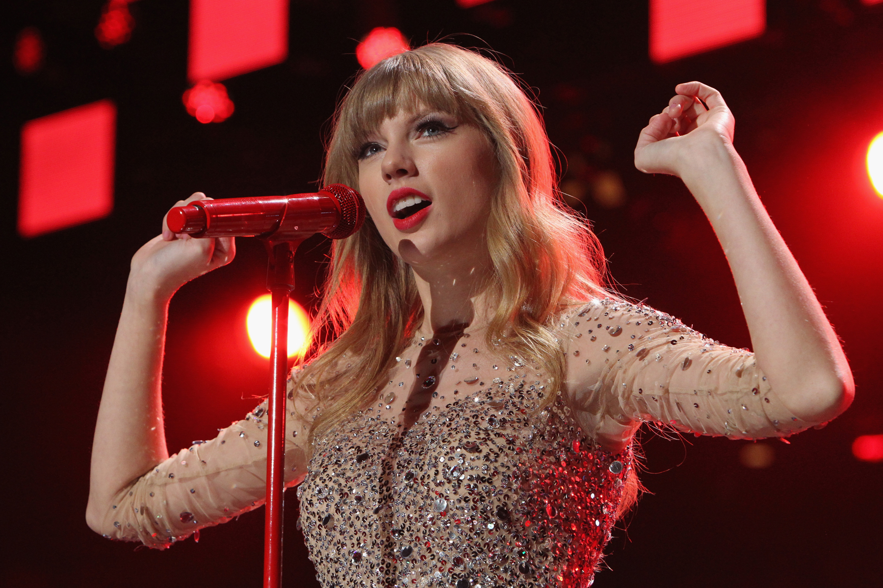 Taylor Swift performs onstage during Z100's Jingle Ball 2012, at Madison Square Garden on December 7, 2012 in New York City.