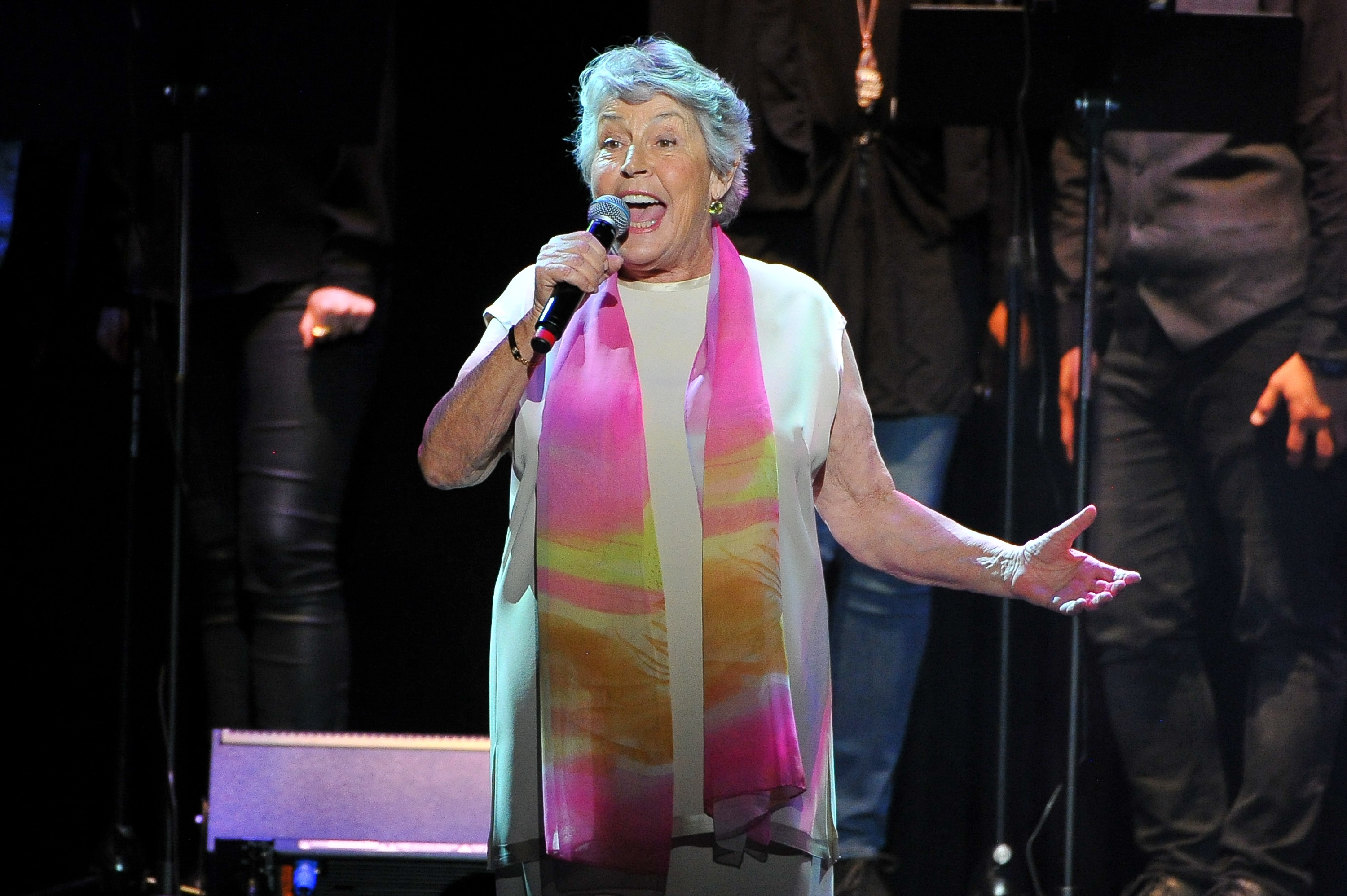 Helen Reddy, 'I Am Woman' Singer and Activist, Dead at 78 ...