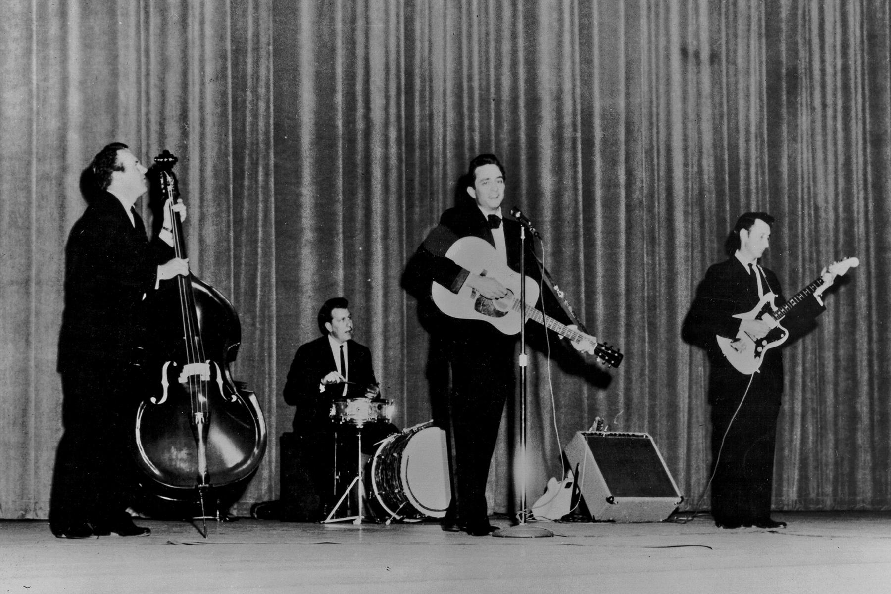 W.S. 'Fluke' Holland, Johnny Cash Drummer, Dead at 85 - Rolling Stone