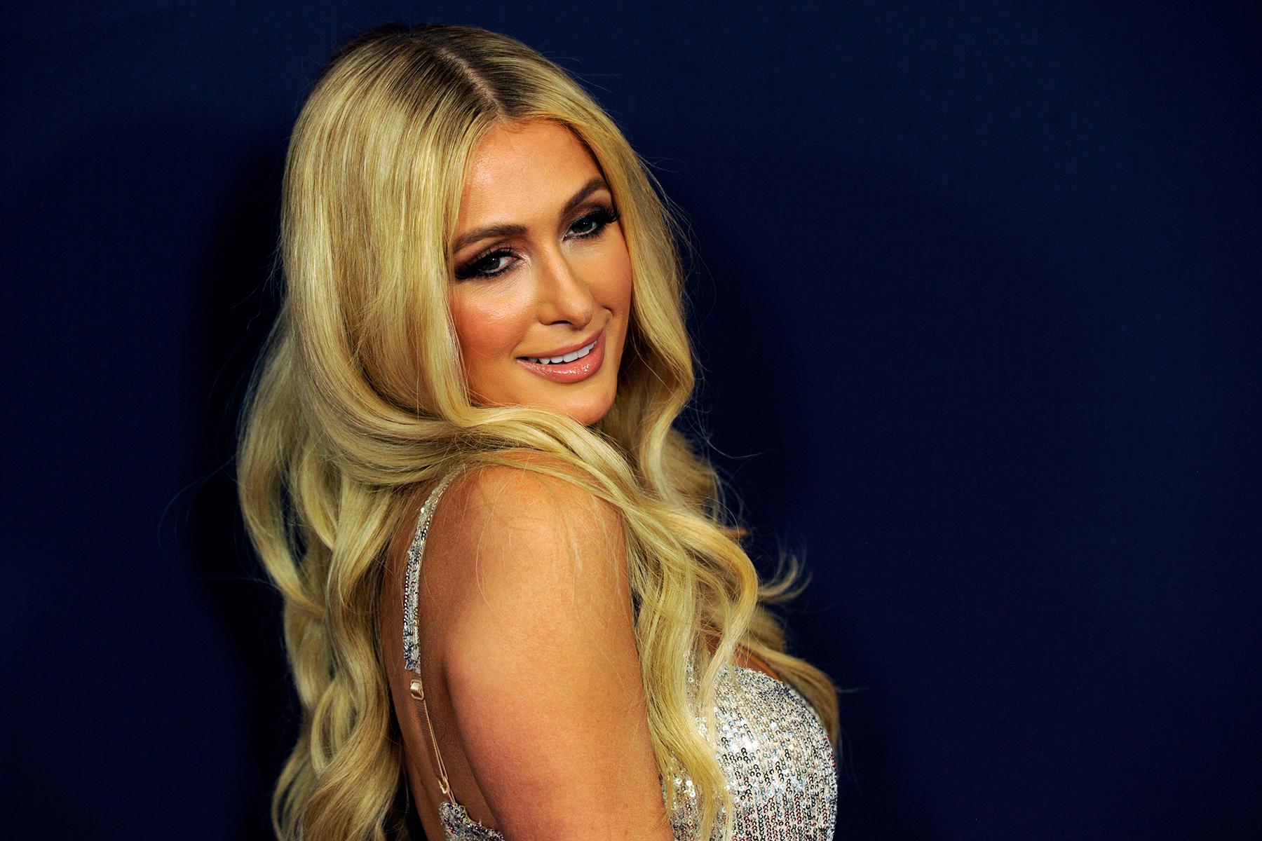 American socialite Hollywood Actress Paris Hilton posing