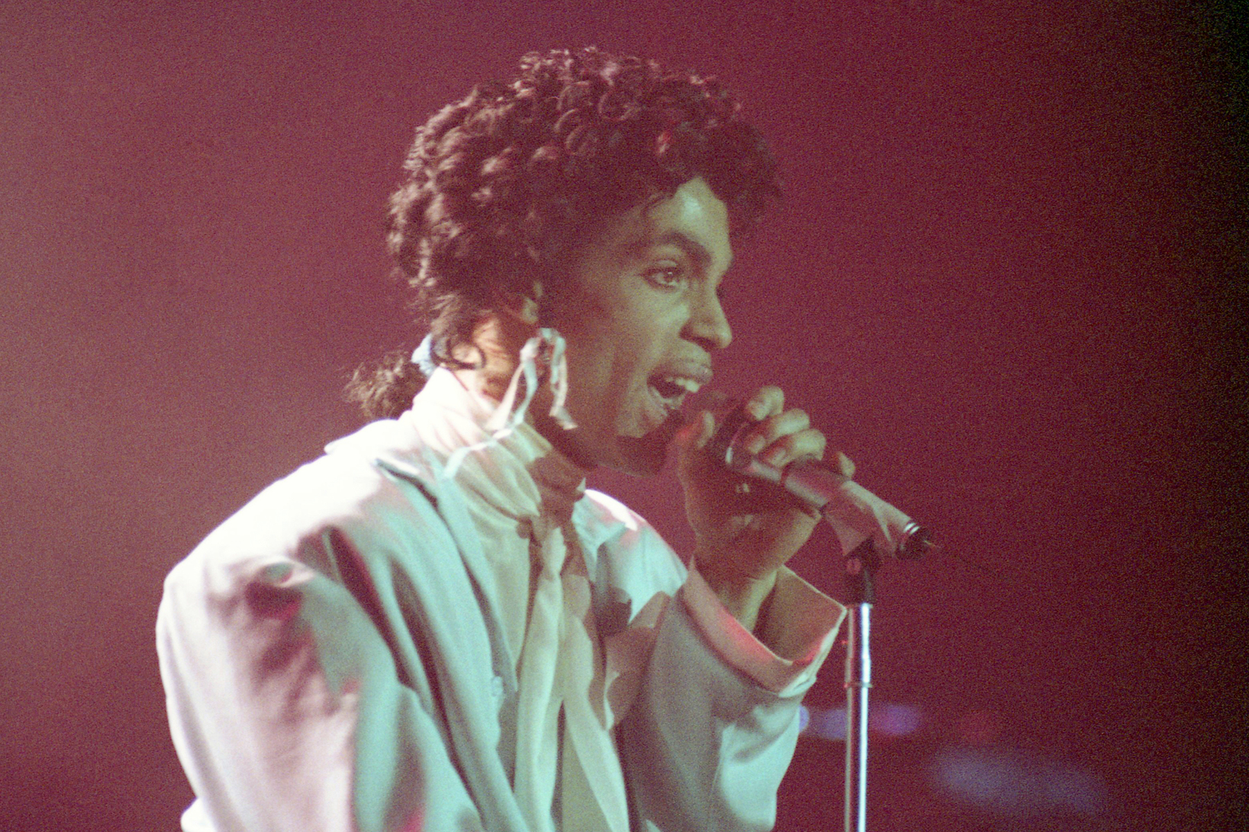 """FILE - In this May 14, 1987 file photo, American singer Prince performs during his Sign of the Times Tour in West Berlin, Germany. A rare Prince music film, """"Sign O' the Times,"""" will air on Showtime beginning Sept. 16. (AP Photo/Andreas Schoelzel, File)"""