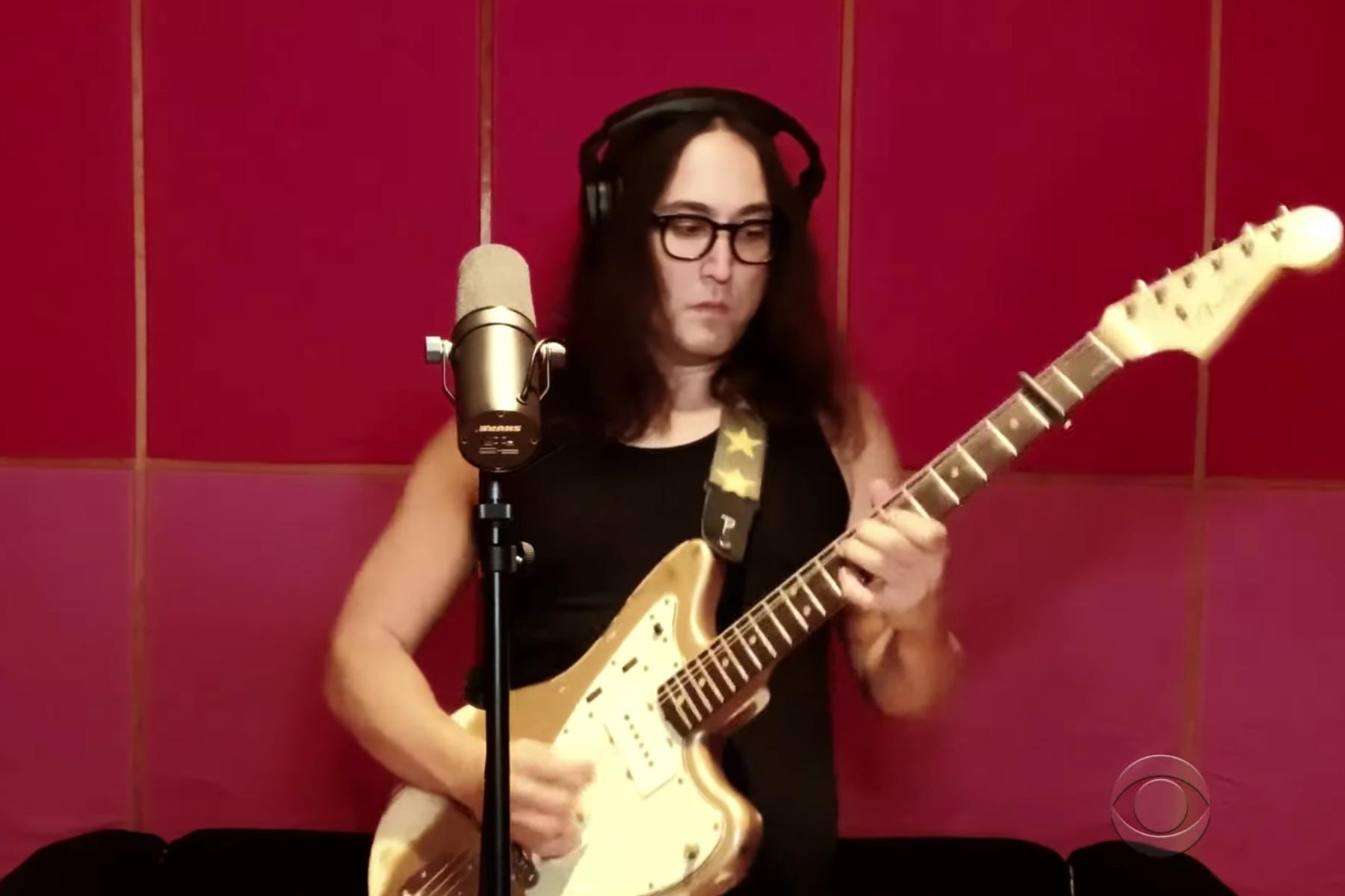 "The Beatles Polska: Sean Lennon zaśpiewał piosenkę Johna ""Isolation"""