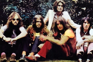 The Kinks Ready Huge 'Lola Versus Powerman' 50th-Anniversary Reissue