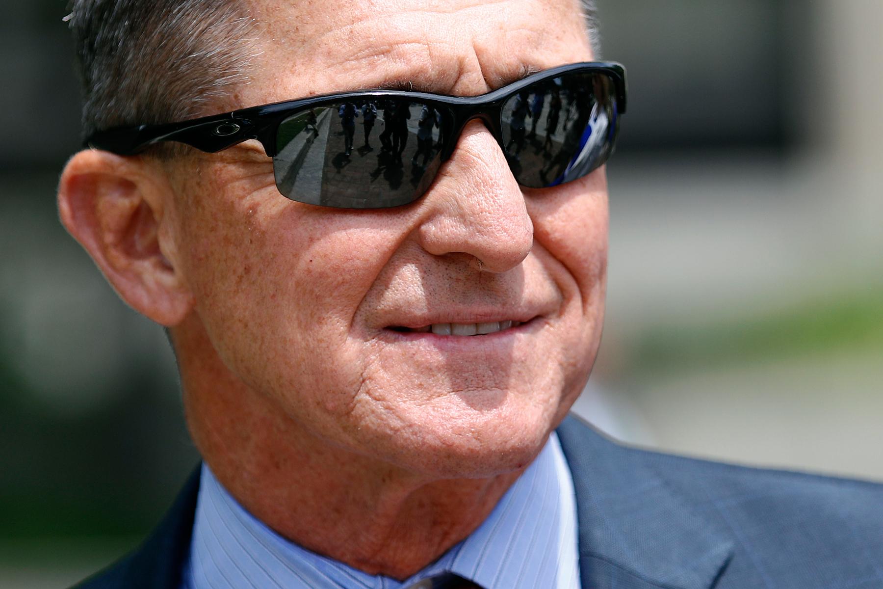 Trump Announces Full Pardon of Michael Flynn in Thanksgiving Eve News Dump thumbnail