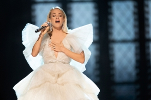 Carrie Underwood Sings Holiday Classics in 'My Gift' Trailer