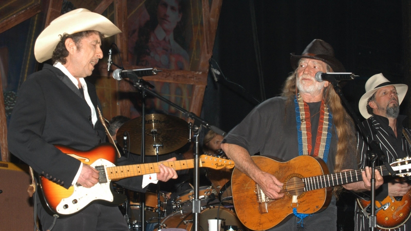 UNITED STATES - JANUARY 01:  USA  Photo of Willie NELSON and Bob DYLAN, with Willie Nelson, performing live onstage  (Photo by Robert Knight Archive/Redferns)