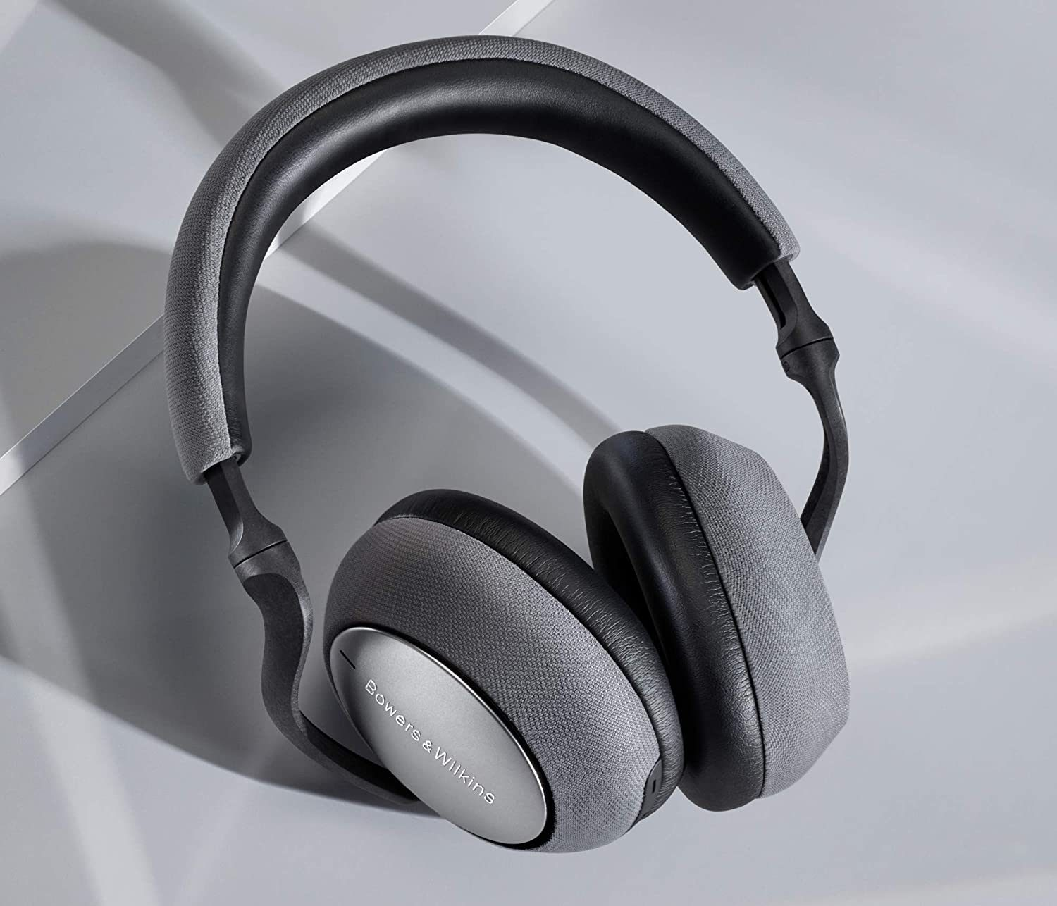noise cancelling headphones bowers and wilkins