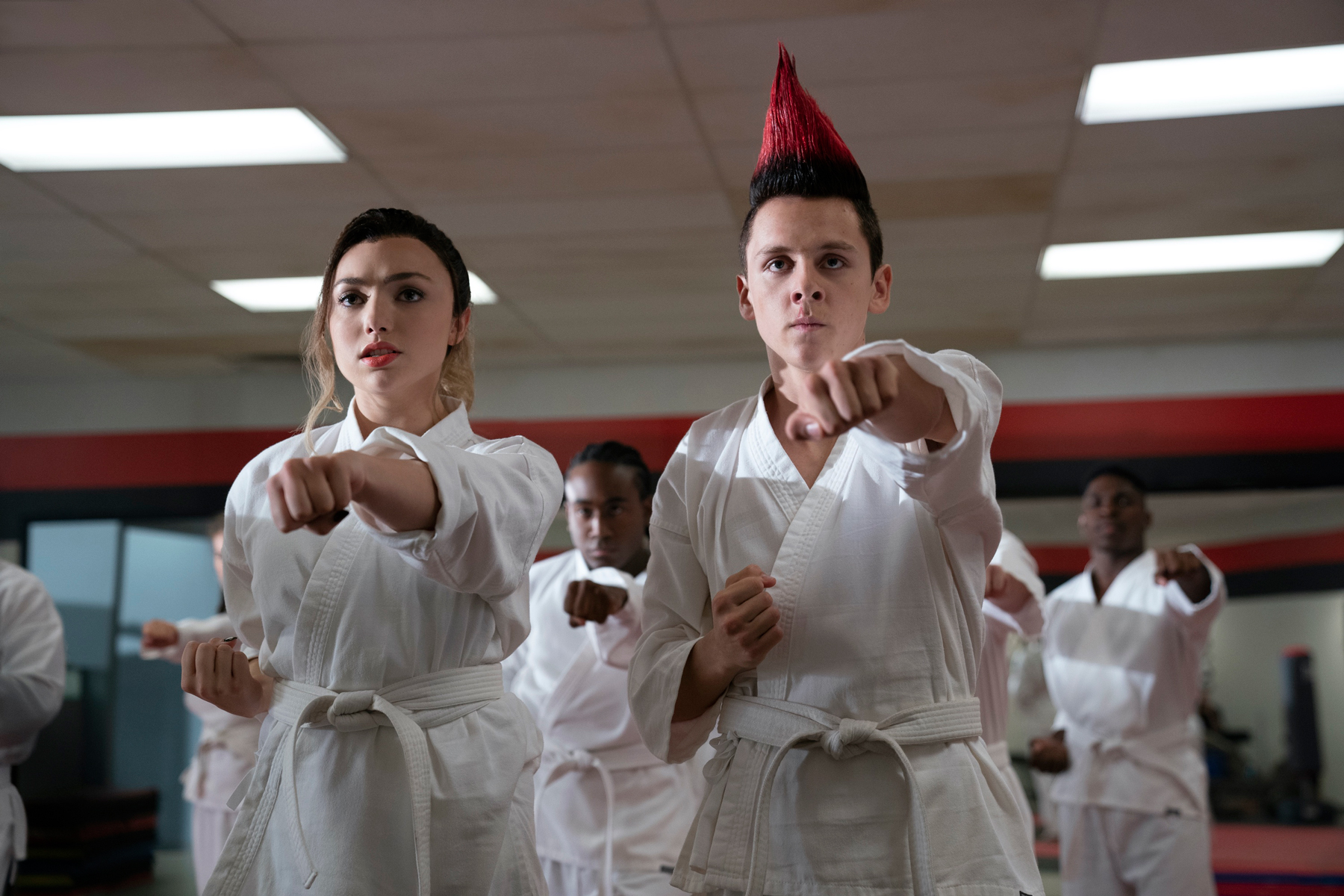 COBRA KAI (L to R) PEYTON LIST as TORY and JACOB BERTRAND as ELI of COBRA KAI Cr. BOB MAHONEY/NETFLIX © 2020