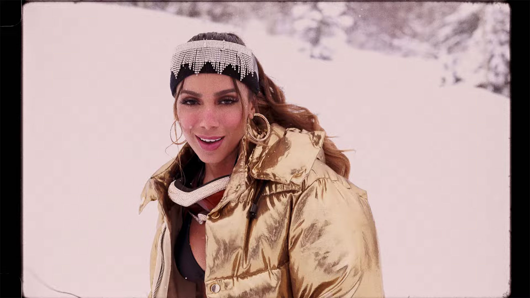 Anitta loco video Anitta Slopes Through the Mountains in a Bikini in Loco Video 8211 Rolling Stone