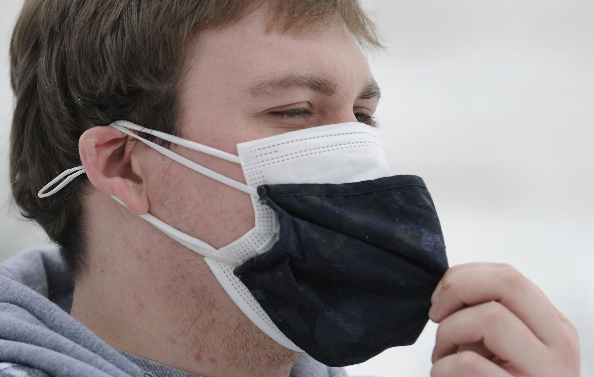 Pakai Masker Dobel? Ini Hal-Hal yang Harus Lo Perhatikan!