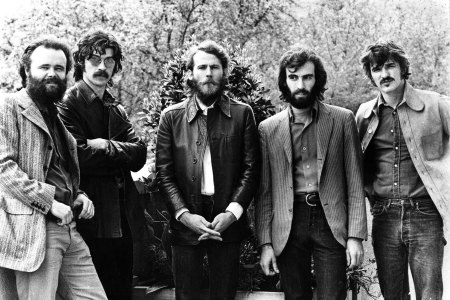 (L-R) Garth Hudson, Robbie Robertson, Levon Helm, Richard Manuel and Rick Danko of The Band pose for a group portrait in London in June 1971. (Photo by Gijsbert Hanekroot/Redferns)