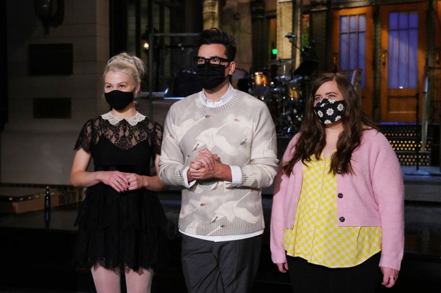 Phoebe Bridgers Sends Aidy Bryant Into a Panic in New 'Saturday Night Live' Promo.jpg