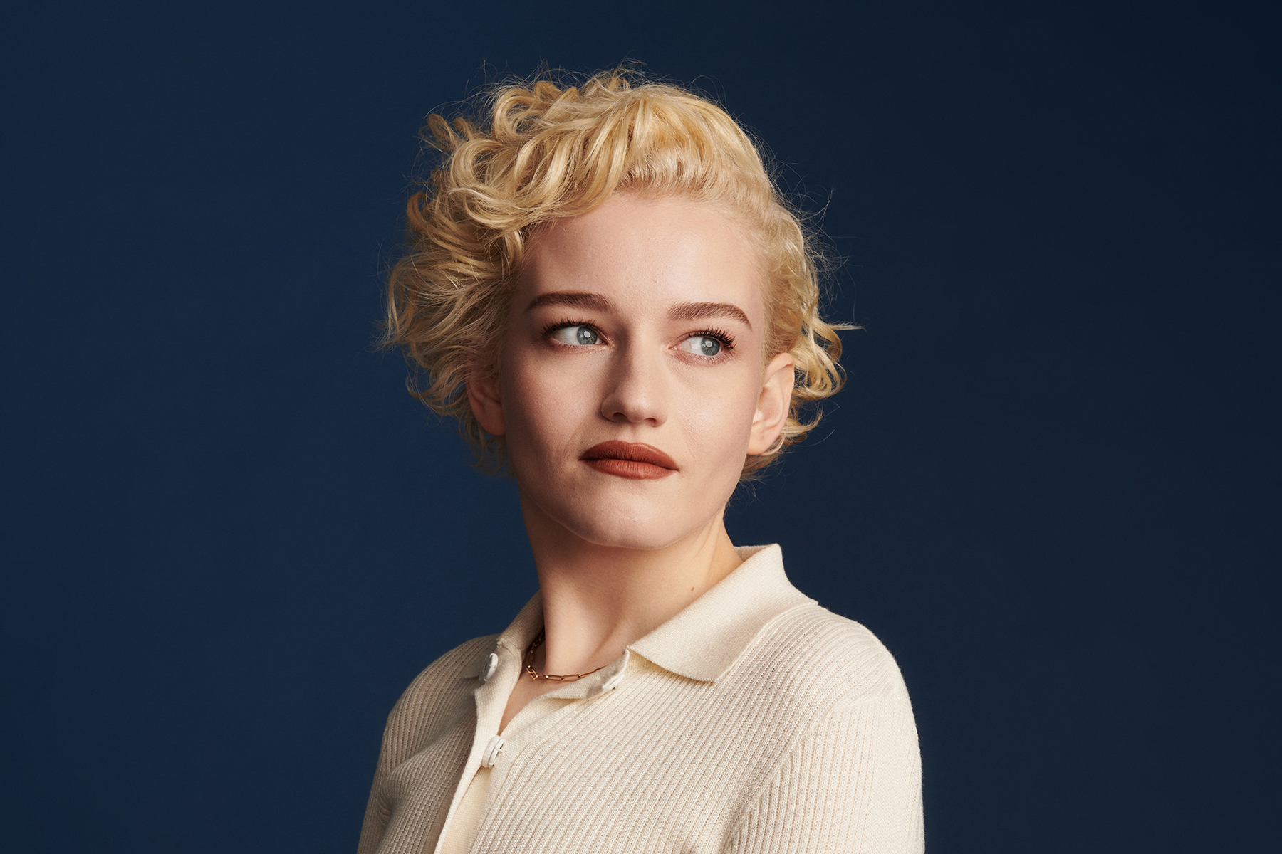 The Quiet Confidence of Julia Garner