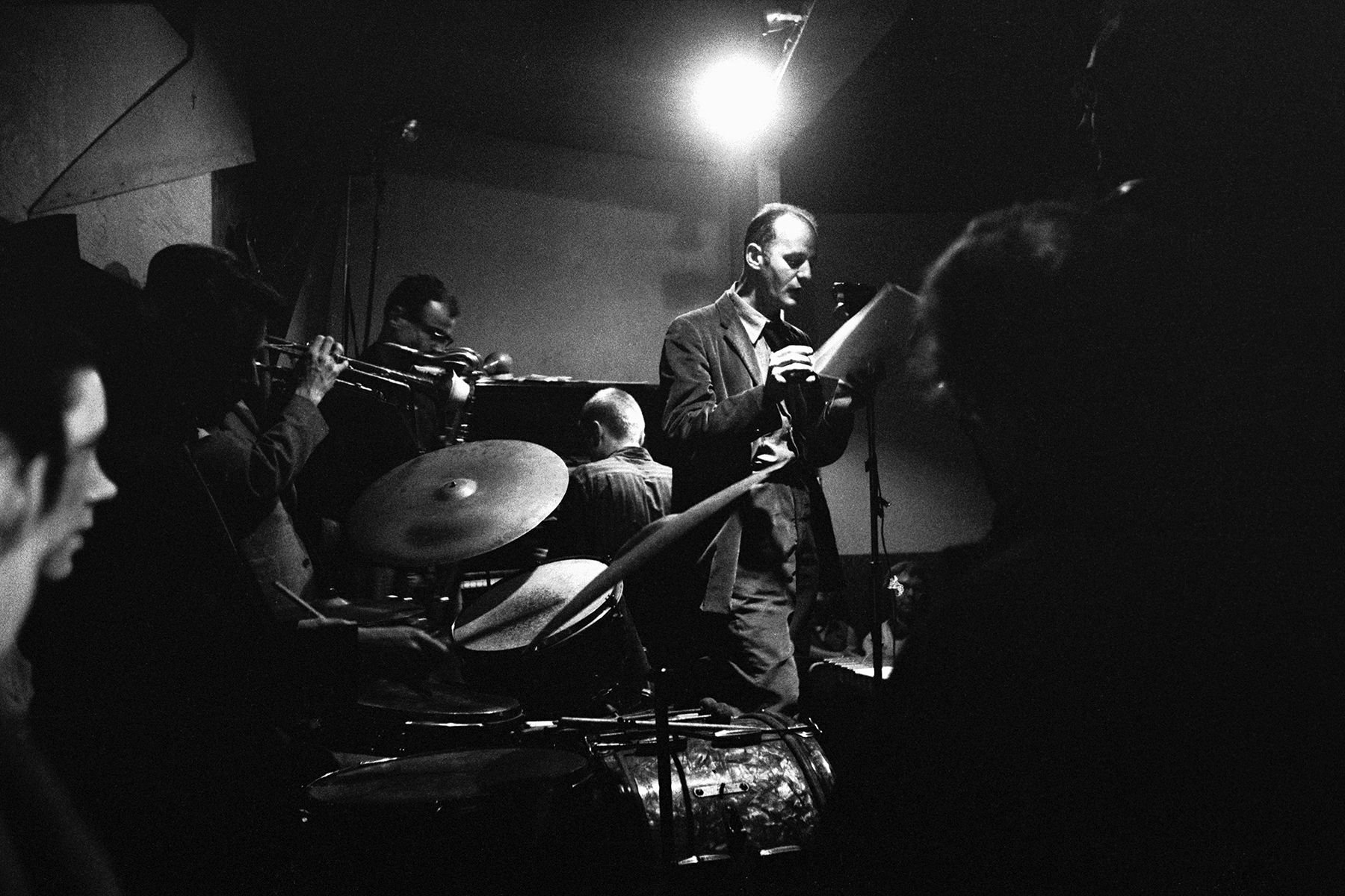 Accompanied by a backing band, American poet Lawrence Ferlinghetti gives a reading at the Jazz Cellar nightclub, San Francisco, California, February 1957. (Photo by Nat Farbman/The LIFE Picture Collection via Getty Images)