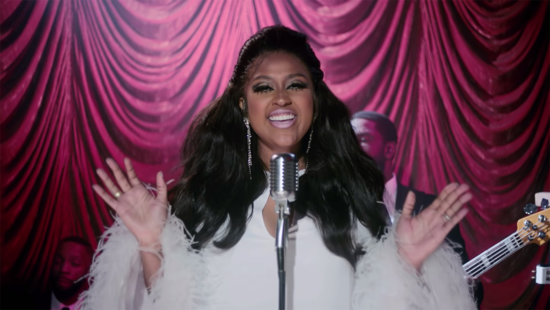 Jazmine Sullivan Sees a Man Off in Searing 'Pick Up Your Feelings' Video