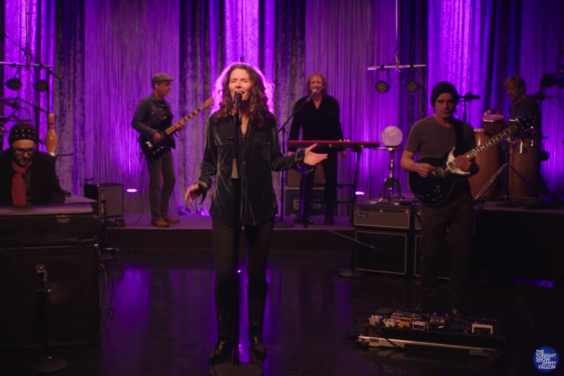 See Edie Brickell and New Bohemians Perform 'Stubborn Love' on 'Fallon'