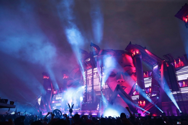 Electric Daisy Carnival to Take Place in May Despite Continued Covid-19 Concerns.jpg