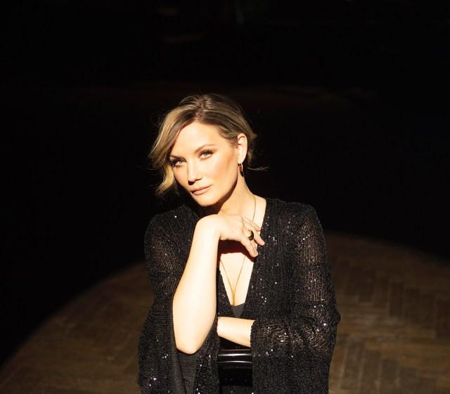 Jennifer Nettles to Sing Songs From 'Hamilton,' 'Annie' on New Broadway-Inspired Album.jpg