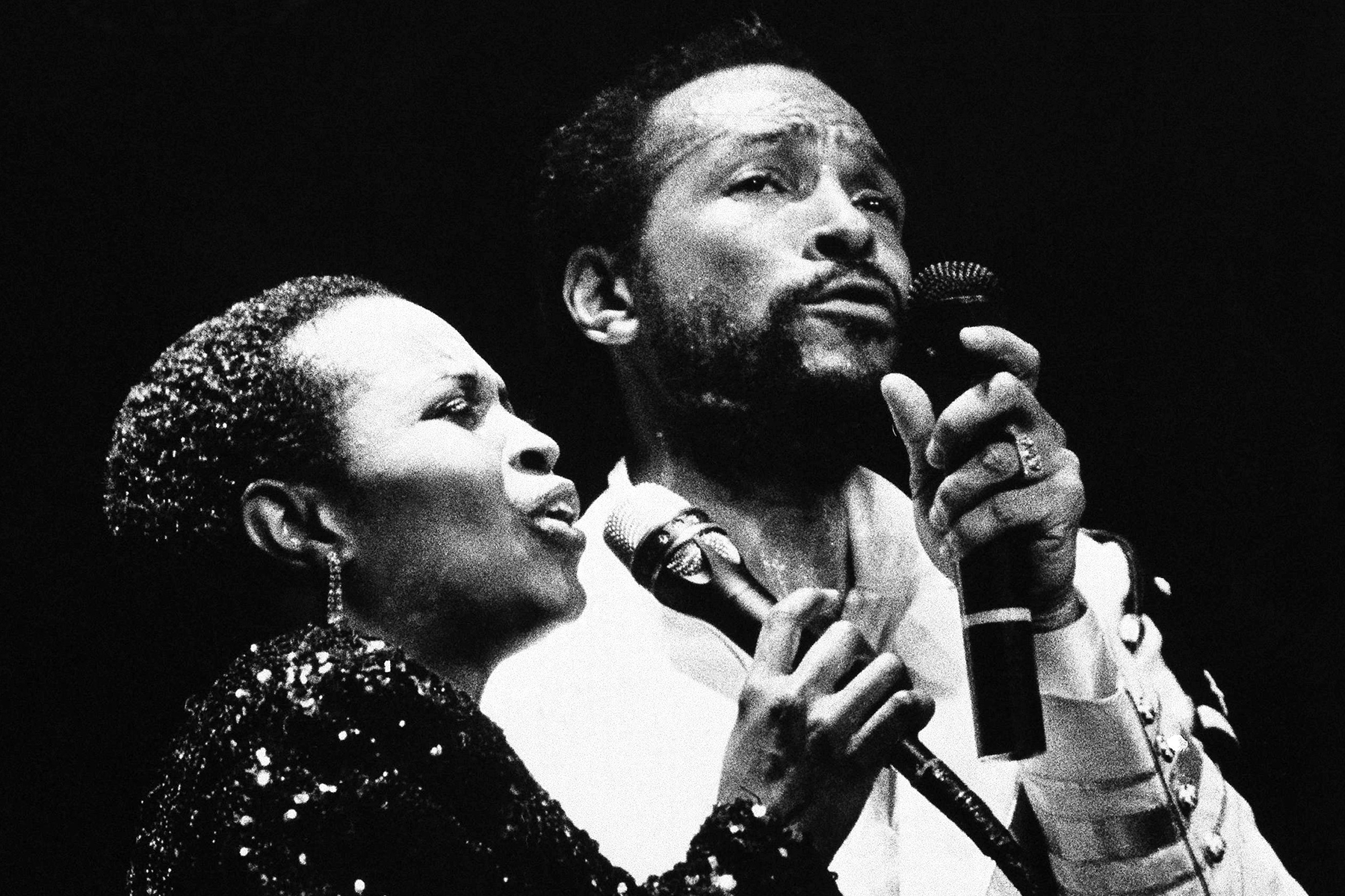 Marvin Gaye, right, with back up singer Paulette McWilliams at Radio City Music Hall, Tuesday, May 18, 1983, New York. Gaye opened a five day concert series. (AP Photo/Nancy Kaye)