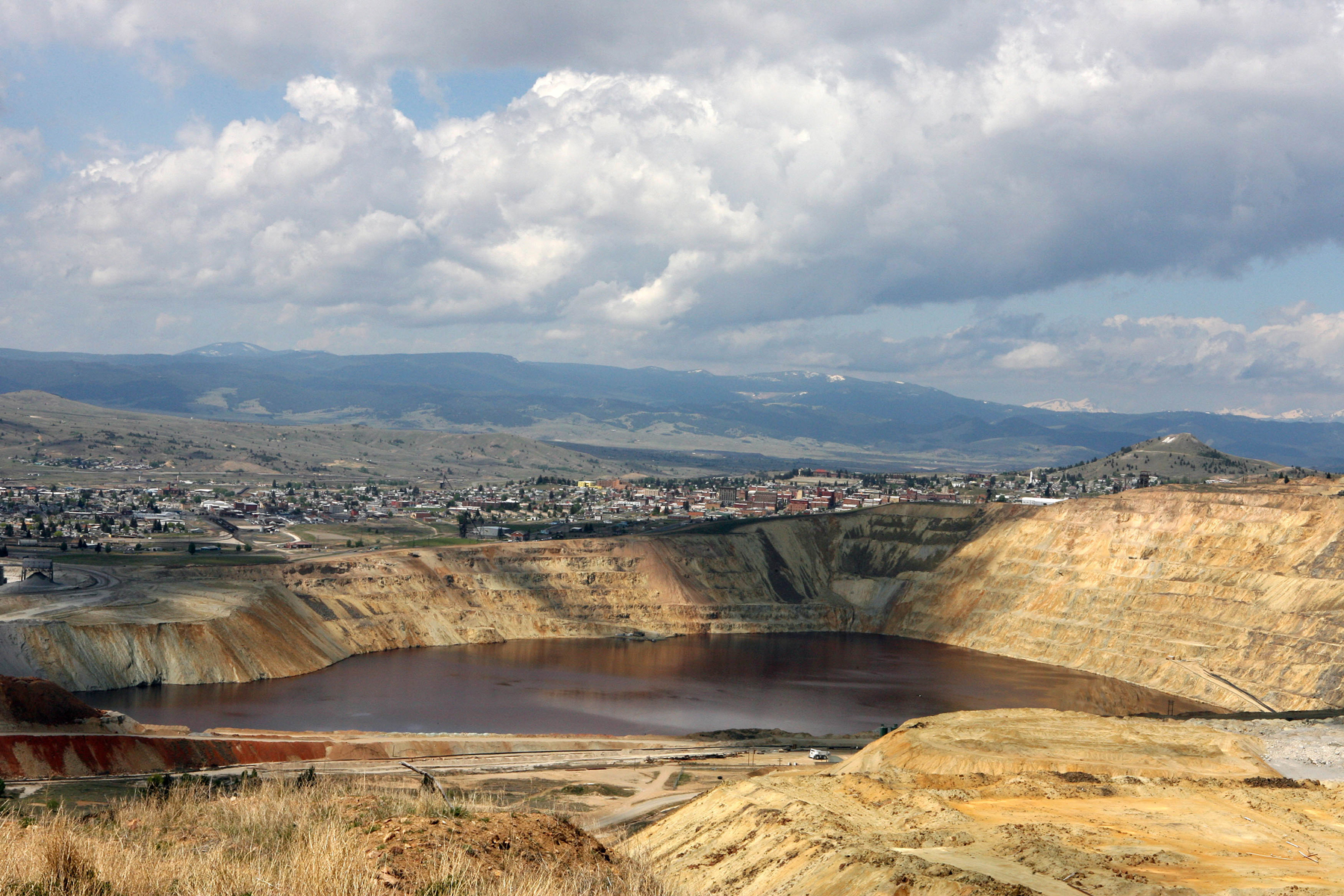 UNITED STATES - MAY 25: The Berkeley Pit, a former open pit copper mine and a part of the Silver Bow/Butte Area Superfund Site, is seen, in Butte, Montana, Thursday, May 25, 2006. The area is contaminated with aluminum, and heavy metals such as arsenic, copper, cadmium, and lead. (Photo by Stephen Hilger/Bloomberg via Getty Images)