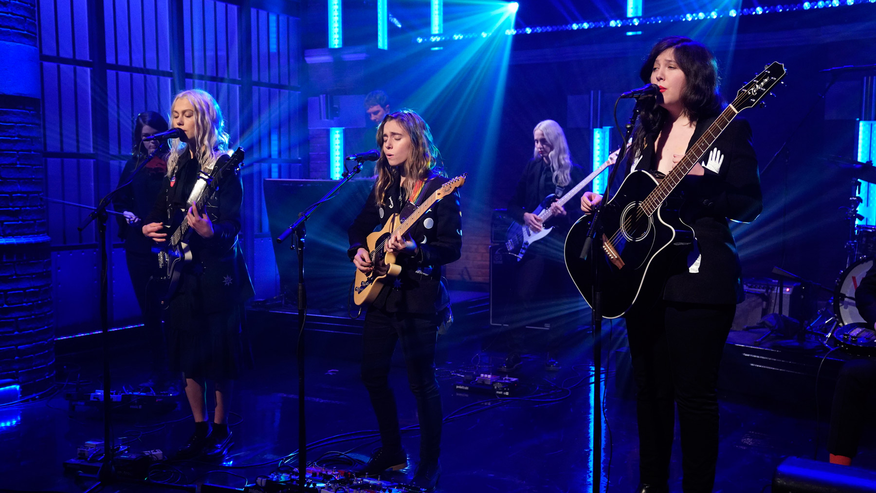 LATE NIGHT WITH SETH MEYERS -- Episode 753 -- Pictured: (l-r) Phoebe Bridges, Julien Baker and Lucy Dacus of boygenius perform on November 5, 2018 -- (Photo by: Lloyd Bishop/NBCU Photo Bank/NBCUniversal via Getty Images via Getty Images)