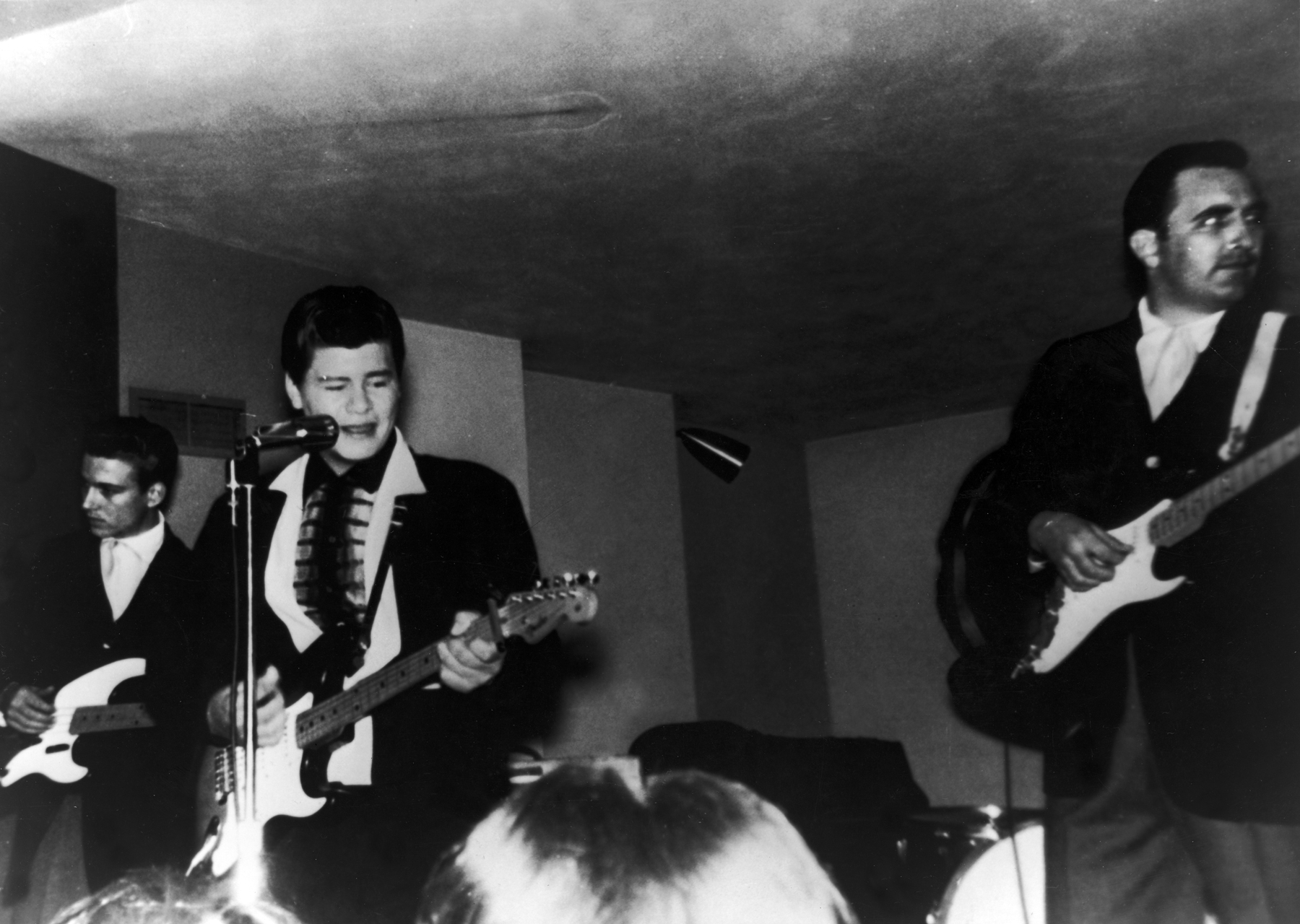 American rock 'n' roll singer Ritchie Valens (1941 - 1959, centre) in concert, 1950s. (Photo by Archive Photos/Getty Images)