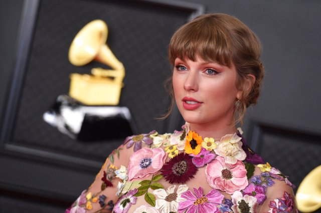 Taylor Swift to Release 'Red (Taylor's Version)' on November 19th.jpg
