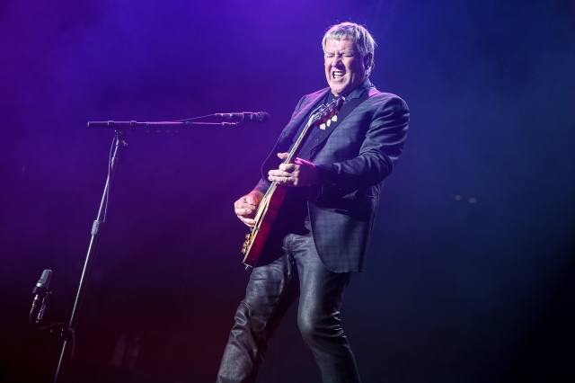 Rush Guitarist Alex Lifeson Releases First New Music Since 2012.jpg
