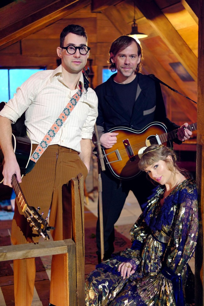 LOS ANGELES, CALIFORNIA - MARCH 14: (EDITORIAL ONLY, NO COVERS) In this image released on March 14, (L-R) Jack Antonoff, Aaron Dessner, and Taylor Swift pose onstage for the 63rd Annual GRAMMY Awards broadcast on March 14, 2021. (Photo by TAS Rights Management 2021 via Getty Images)