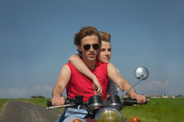 'Summer of 85' Review: A Sunny Gay Romance With a Dash of Despair.jpg