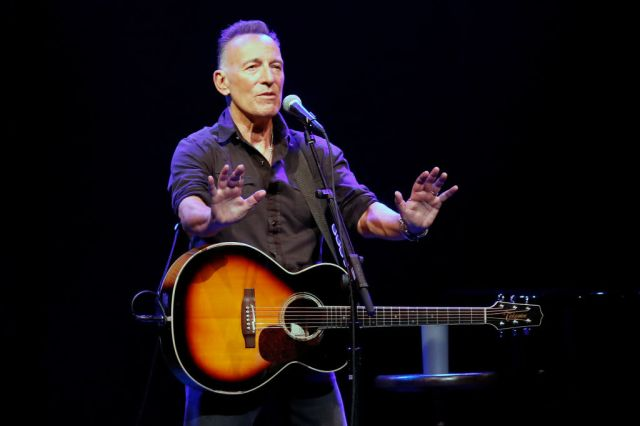 Bruce Springsteen Manager Settles 'Thunder Road' Debate Over 'Sways'/'Waves'.jpg