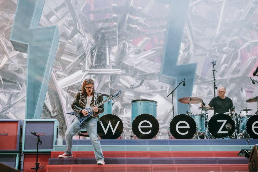 weezer hella mega tour