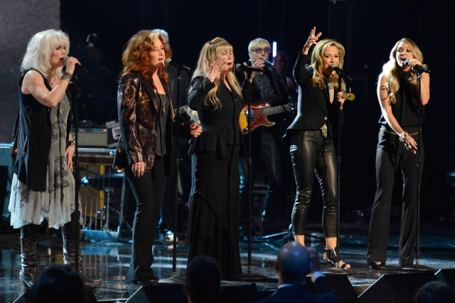 Flashback: Stevie Nicks and Other Badass Women Pay Tribute to Linda Ronstadt at the 2014 Rock and Roll Hall of Fame.jpg