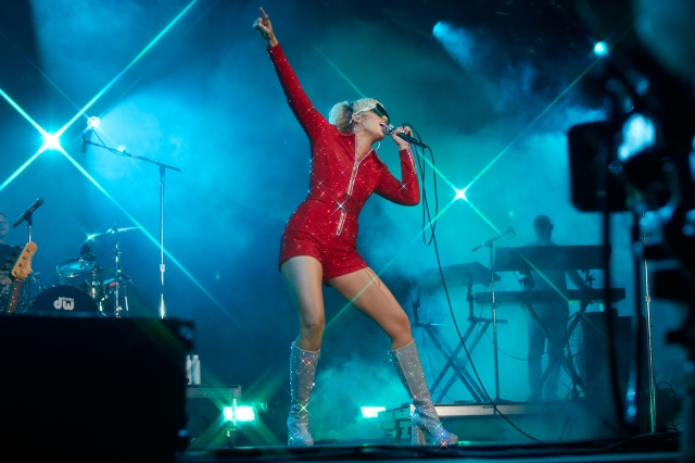 Miley Cyrus Gives Lollapalooza the Wild Party It Craves on Night One.jpg