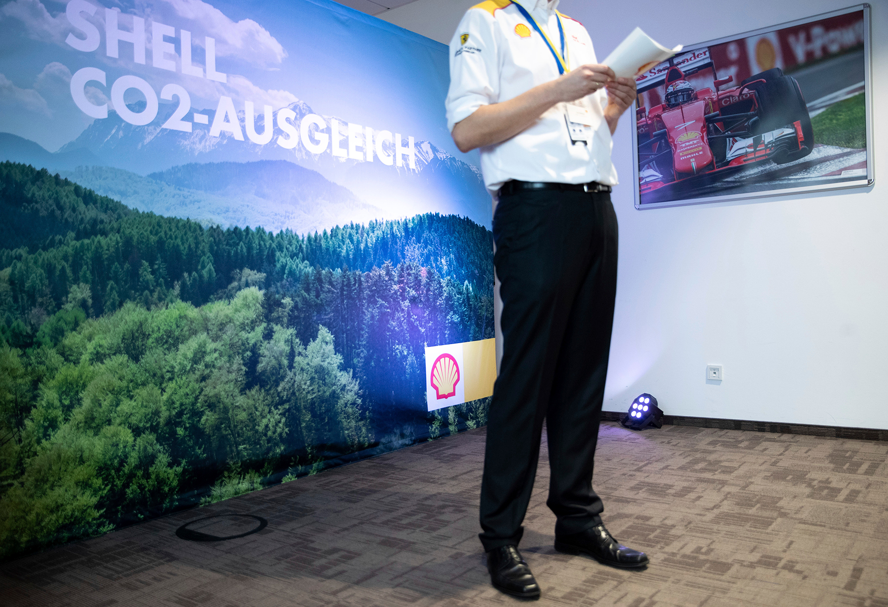"""04 February 2020, Hamburg: A Shell employee explains the planned CO2 offsetting through the preservation and reforestation of forests at a press event organised by Shell Germany on the subject of """"Energy of the Future"""" at the Shell Technology Center. The energy company has set itself the goal of reducing its net CO2 emissions by around half on a global average by 2050. Photo by: Christian Charisius/picture-alliance/dpa/AP Images"""