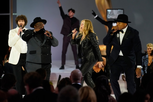 Cedric the Entertainer Opens 2021 Emmy Awards With Biz Markie Tribute Song.jpg