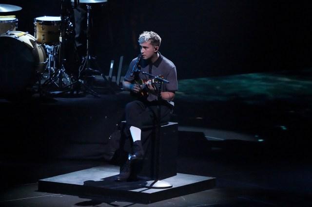 Twenty One Pilots' Tyler Joseph Announces Wife Is Pregnant During VMAs Performance.jpg