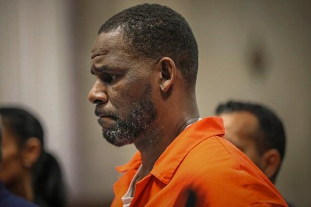 R. Kelly's Executive Assistant Denies Wrongdoing: 'My Job Stops at His Bedroom Door'.jpg