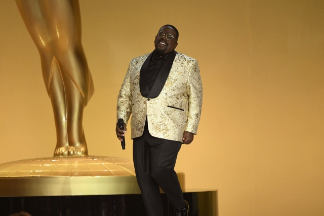 Cedric the Entertainer Talks Hosting, Seth Rogen, Covid Testing at Emmys on Rolling Stone's Twitch.jpg