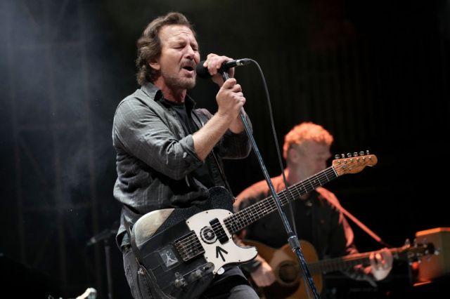 See Eddie Vedder Cover R.E.M., Pretenders at Ohana Festival.jpg