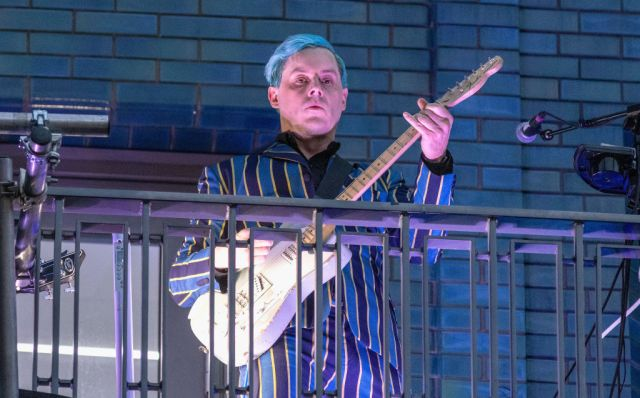 See a Blue-Haired Jack White Celebrate Third Man's London Opening With Balcony Gig.jpg