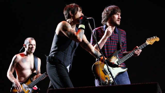Flashback: Red Hot Chili Peppers Play 'By the Way' With John Frusciante in 2007.jpg