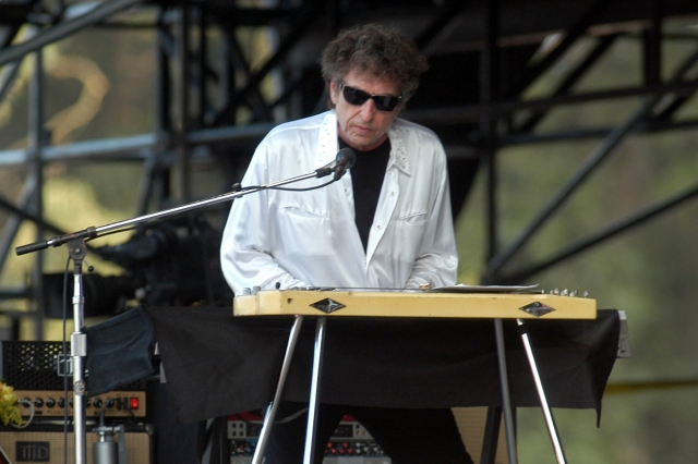 Flashback: Bob Dylan Covers 'Pancho and Lefty' at Bonnaroo in 2004.jpg