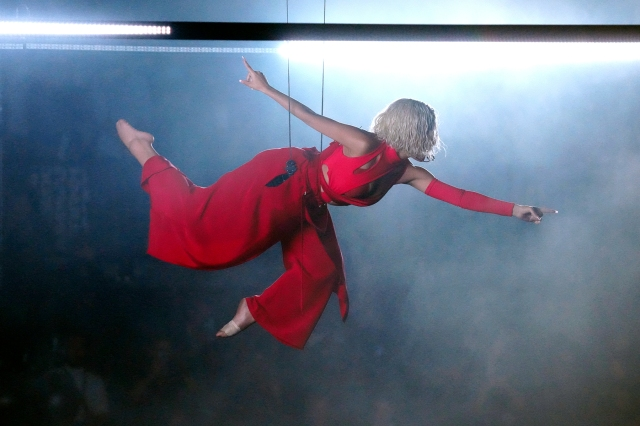 Doja Cat Makes Like an Angel in Red for 'Been Like This,' 'You Right' at 2021 VMAs.jpg