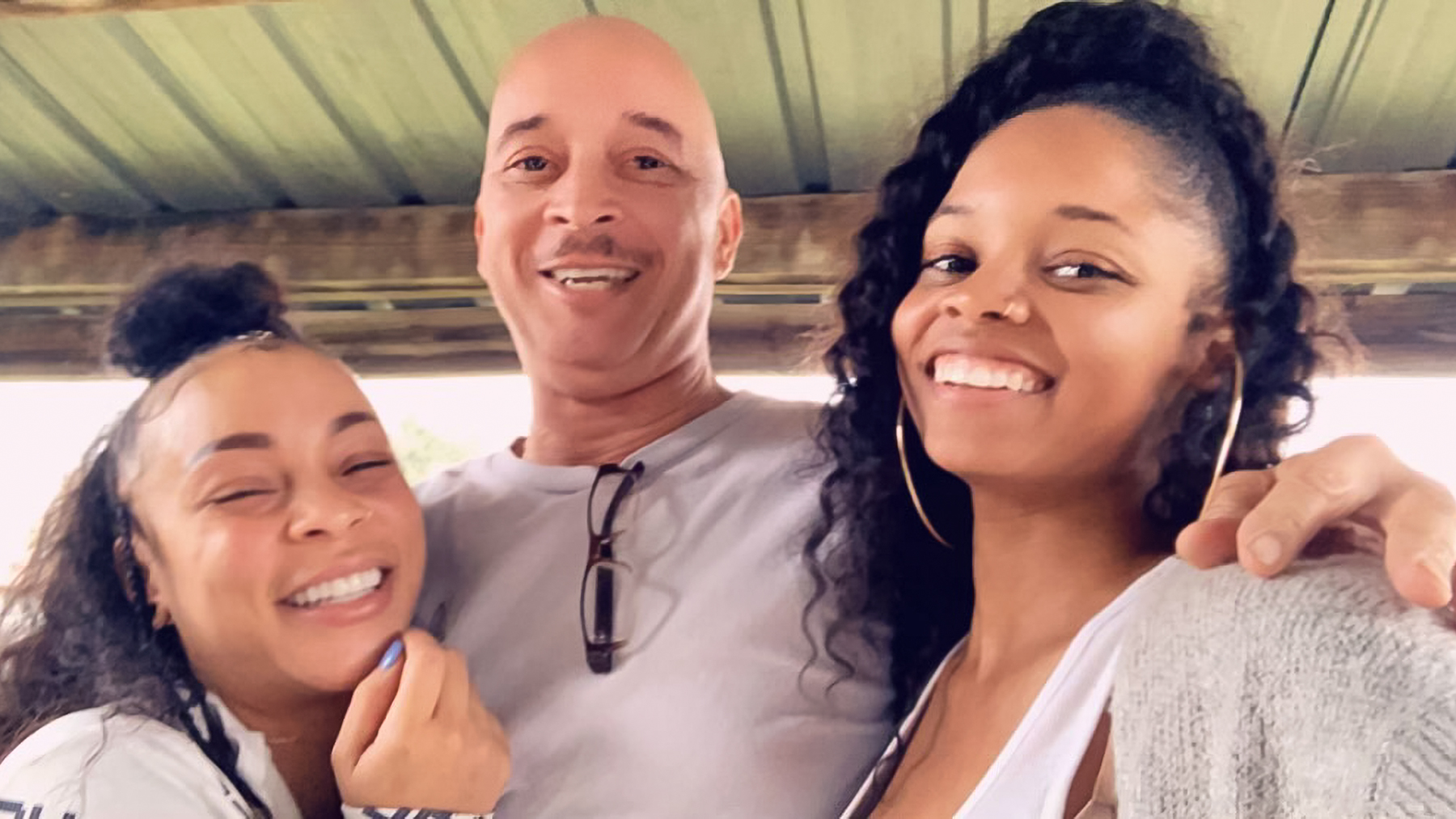Jenae with her father, Mark, and sister, London. mercedes morr